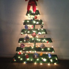 Paper Crafts: Pallet Christmas Tree With Paper Ornaments